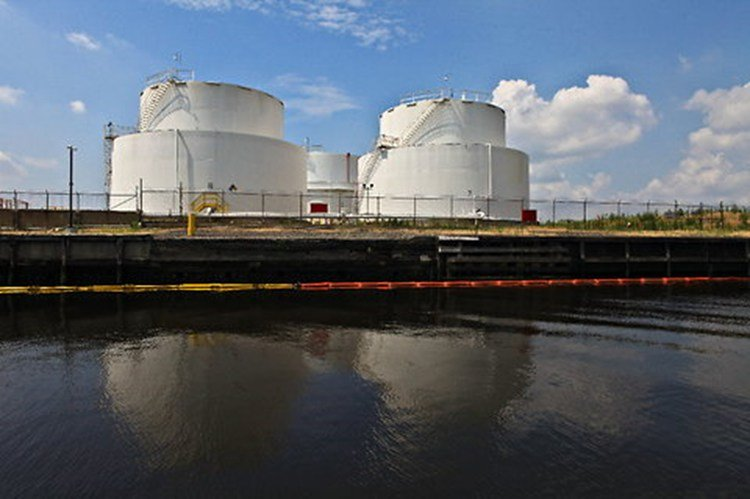 projects-environmental-pratt-oil-tanks